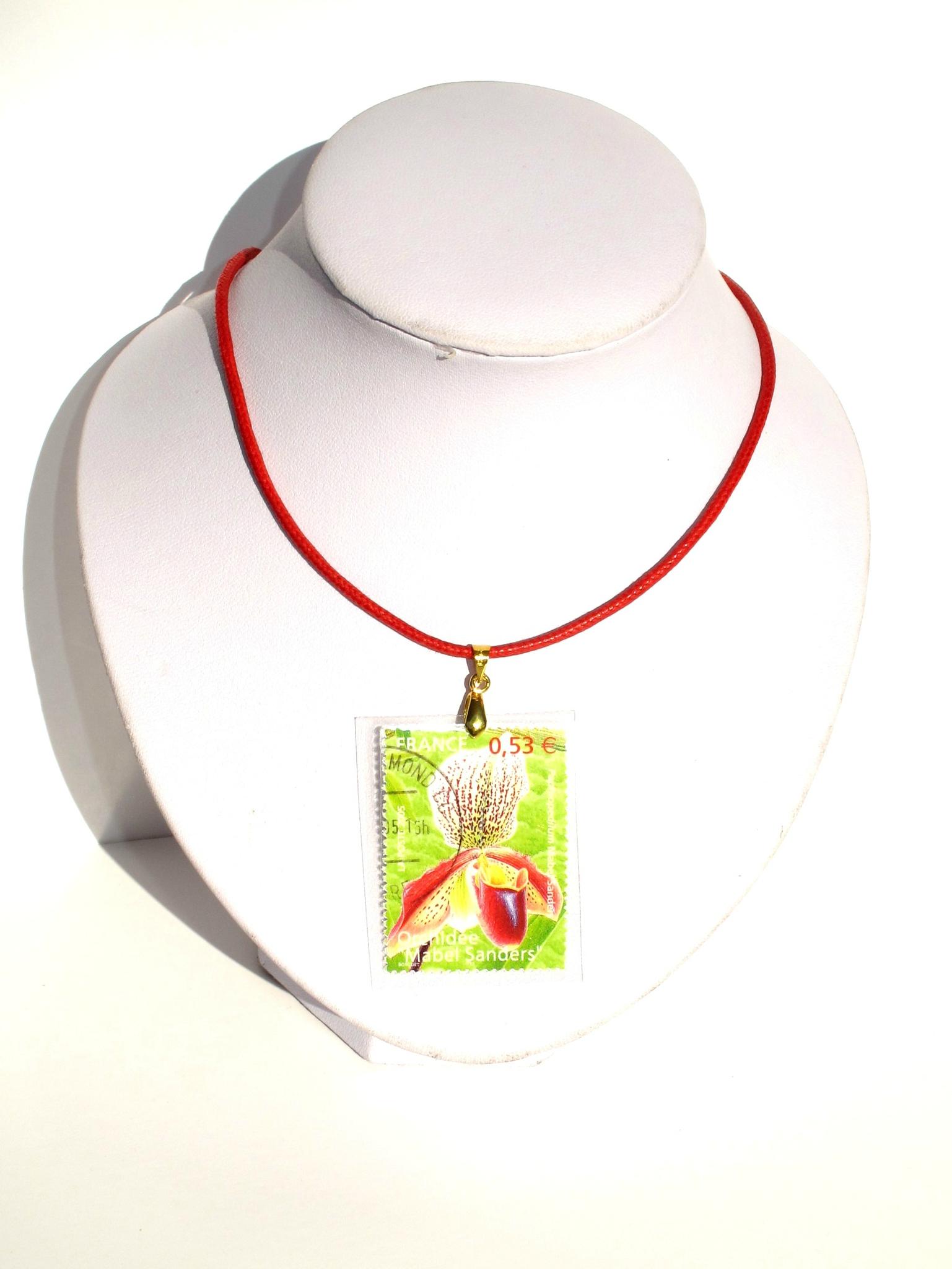 pendentif timbre orchidée rouge et verte