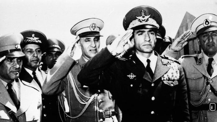 1953_Iranian_coup_détat_-_Mohammad_Reza_Pahlavi_in_Tehran_Airport-700x394