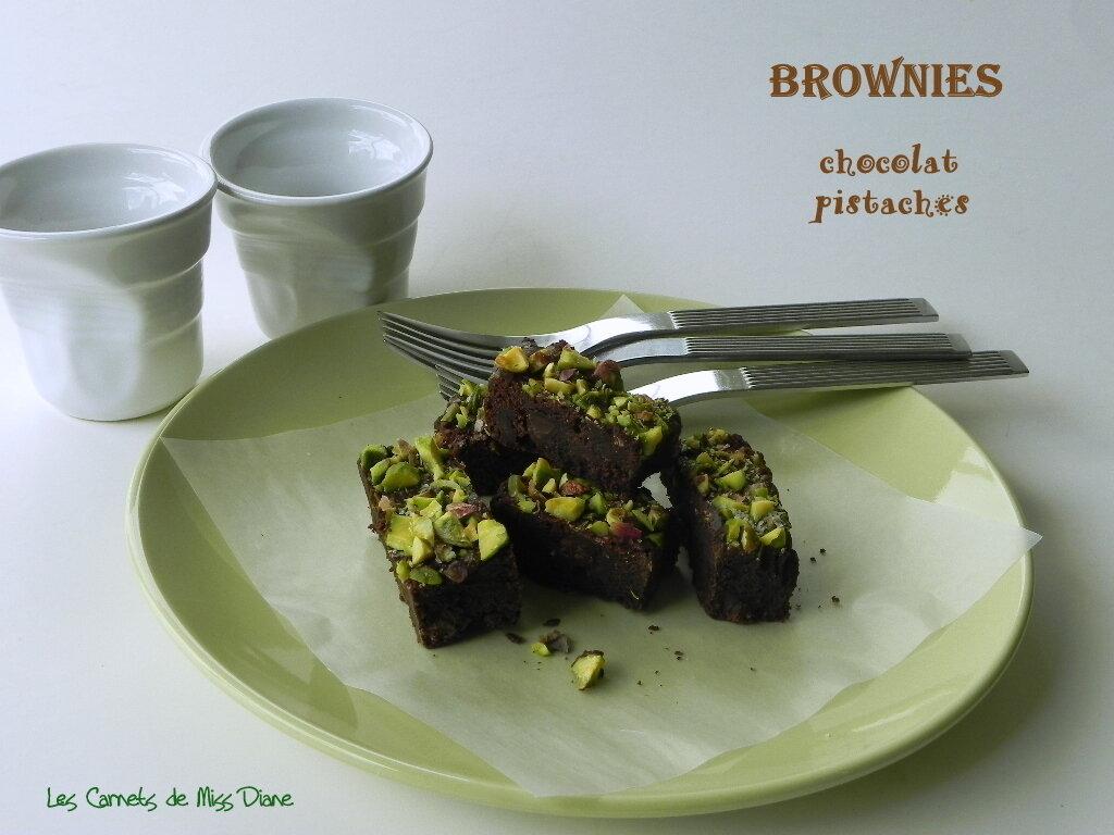Brownies aux trois chocolats et aux pistaches, sans gluten et sans lactose