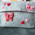 Pochette feutrine et laine cardée rouge