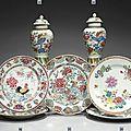 Groupe de porcelaines de la famille rose d'époque qianlong
