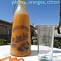 Smoothie abricots, pêches, oranges, citron