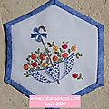 Hexagone n°25 le parapluie brodé