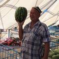 Vendeur de pastèques posant pour notre plaisir et pour le sien!