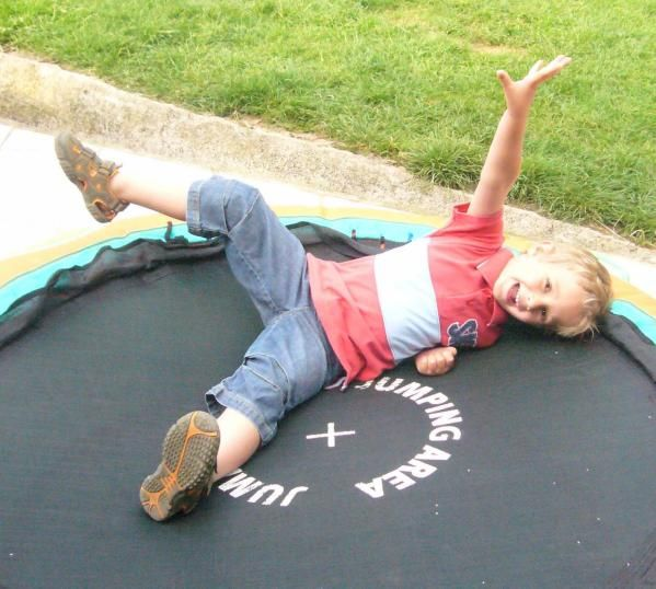 2008 07 Meo trampoline