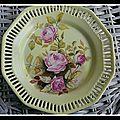 Assiettes à dessert aux roses anciennes