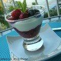 Fruits rouges à la cardamome et yogourt à la vanille, sans gluten et sans lactose