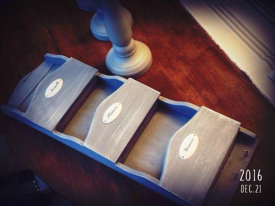 petit casier à courrier trouvé dans une brocante : totalement remis au goût du jour.....façon Maison de Famille
