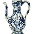 A small Chinese blue and white small ewer and cover, Kangxi period (1662-1722)