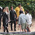 jennifer-lawrence-fish-eating-on-hunger-games-set-05