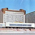 URSS 1988 (11/28). La Baltique, l'<b>hôtel</b> « Pribaltiïskaïa » et les magasins « Beriozka ».