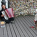 Enfant, musicien Pont des arts_7607