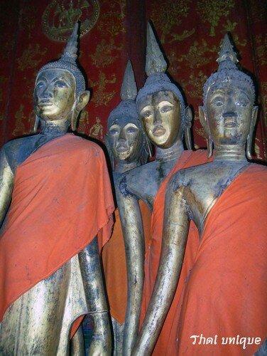Bouddhas effilés à l'abandon
