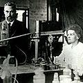 1906 - <b>MARIE</b> <b>CURIE</b> DONNE SON PREMIER COURS A LA SORBONNE