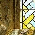 Malicieux soleil mais où est le vert et le mauve dans le vitrail...