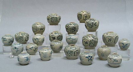 A selection of twenty-two blue and white jars and jarlets. Late