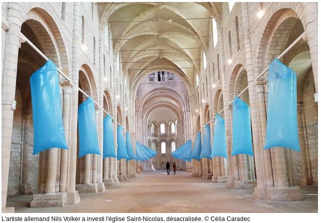 A Caen l'ART CONTEMPORAIN se rend utile: on peut enfin admirer l'intérieur de belles églises toujours fermées!