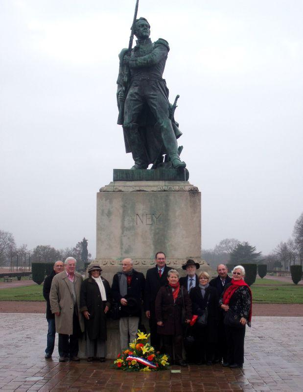 L'Académie Napoléon a fleuri la statue de Ney.