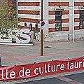 la Fédération des Clubs Taurins du Biterrois occupe le Parvis des <b>Arènes</b>