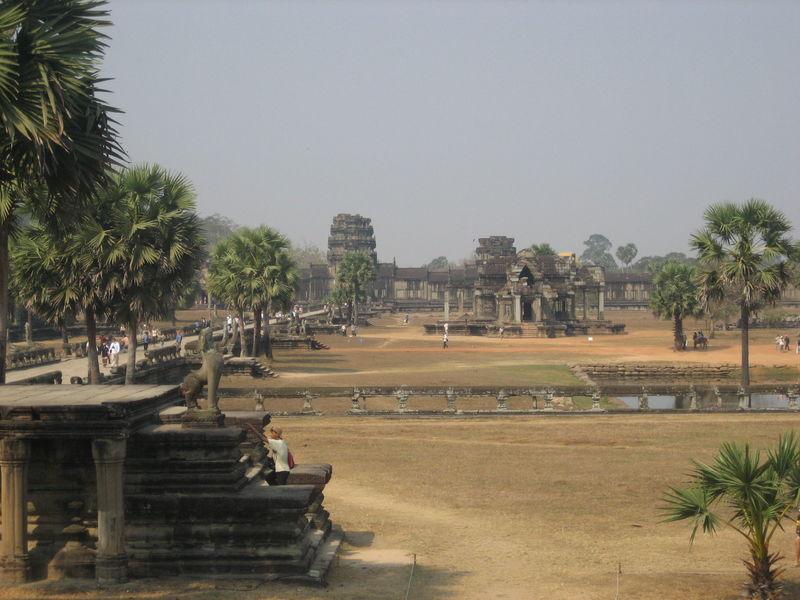 Angkor Wat (bibliothèque, enceinte extérieure, allée)