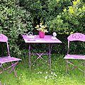 Peindre dans un jardin au mois de mai. quoi de