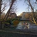 Sous le Pont Mirabeau coule la Seine...