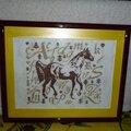 cheval fond jaune