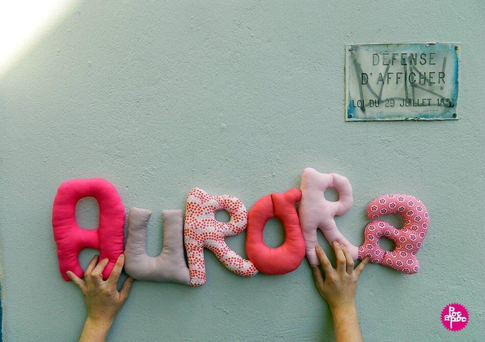 aurora,mot en tissu,mot decoratif,cadeau de naissance,decoration chambre d'enfant,cadeau personnalise,cadeau original,poc a poc blog