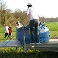 Environ 300 kg de toile tiennent dans ce sac