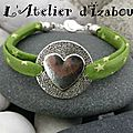 Ca sent bon l'herbe fraîchement tondu ! Avec <b>bracelet</b> vert en cordon liberty à étoiles et son gros coeur !