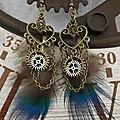 Boucles d'oreilles rétro steampunk, engrenages et plumes de paon