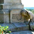 Le monument aux morts de 1914-1918 à Sauveterre de Béarn...