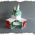 cARTe <b>pop</b>-up à cube : poinsettias et bougies de table de fête