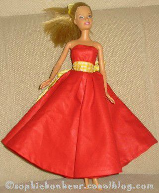 couture Barbie robe rouge vichy jaune