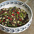 Salade de lentilles vertes, asperges vertes, fèves, fraises et groseilles