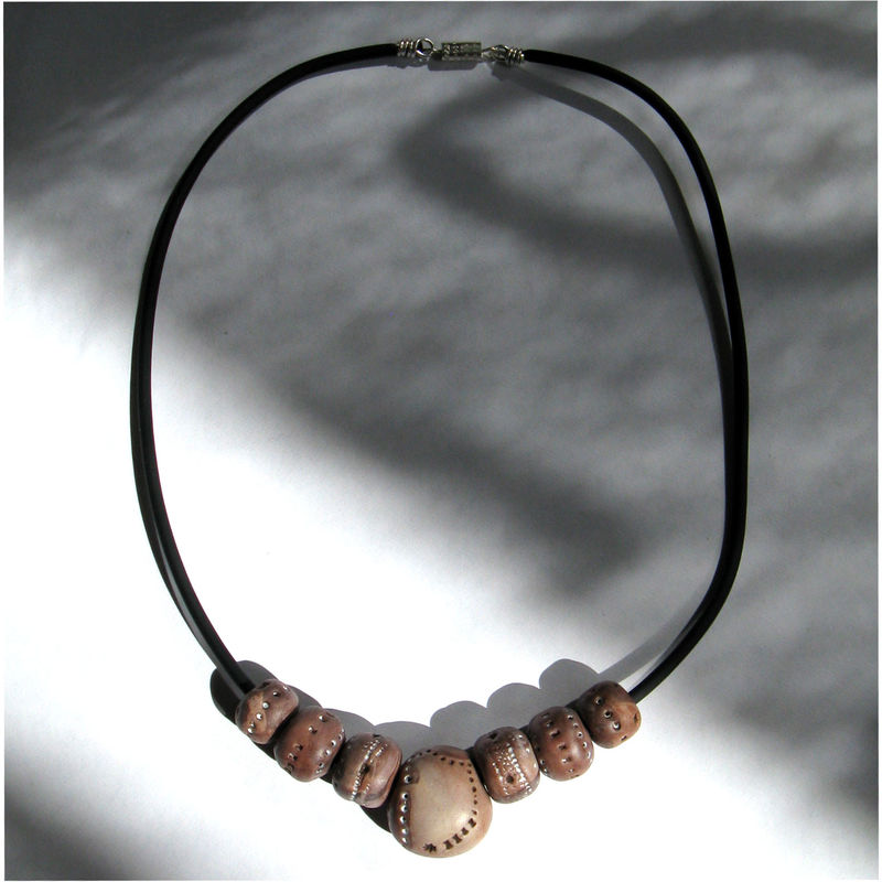 Collier marron ethnique