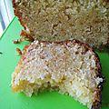 Cake aux pommes rapées, chocolat blanc et pralin