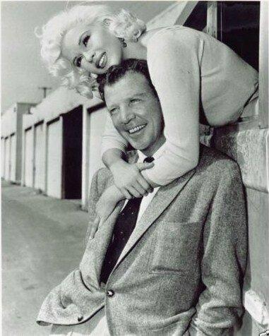 jayne-1957-film-the_wayward_bus-on_set-5-3