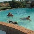 2005 : Priscilla nage avec ses parents