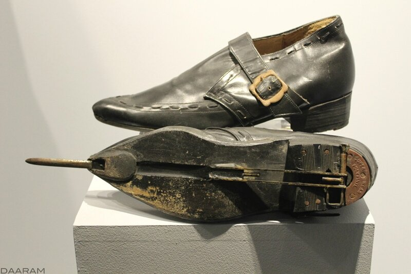 Colonel Rosa Klebb's shoes (with a secret blade) «From Russia with Love» 1963. Photo: Olivier Daaram Jollant © 2016