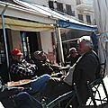 Scènes de rue : en terrasse