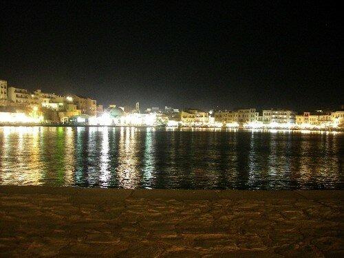 Hania by night