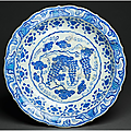 Charger with grapes motifs, iznik, 1530