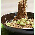 Nouilles chinoises, sauce aigre-douce aux échalotes et au gingembre