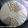 P1160621 coussin rond patchwork beige
