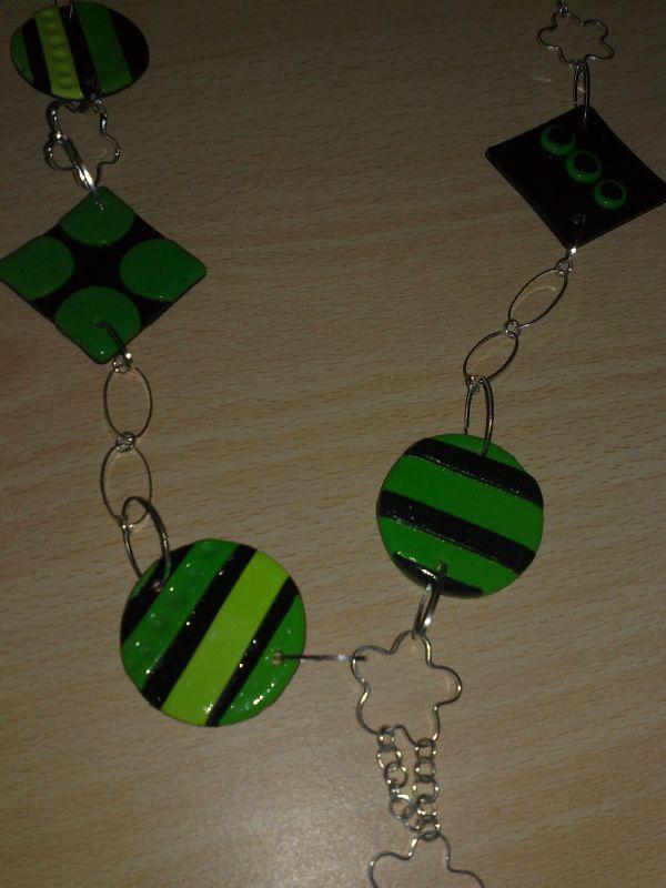 sautoir vert et noir 011