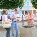 Ingrid,Fehmi,Memo près d'un puits à Wasserbourg