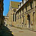 Dans l'enceinte du Conservatoire des Arts et Métier.