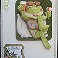 Modèle avec la card box surprise de juillet - carte grenouille au soleil