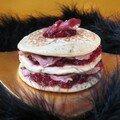 Millefeuilles de pancakes au magret et à la confiture